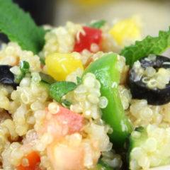Tabule de quinoa con aguacate