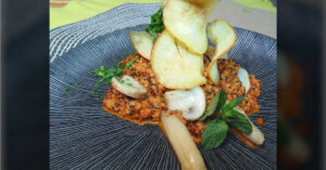 Receta de salteado de quinoa y champiñones con pure de pimientos